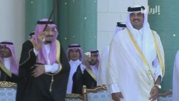 king-salman-performing-ardah-dance-in-qatar