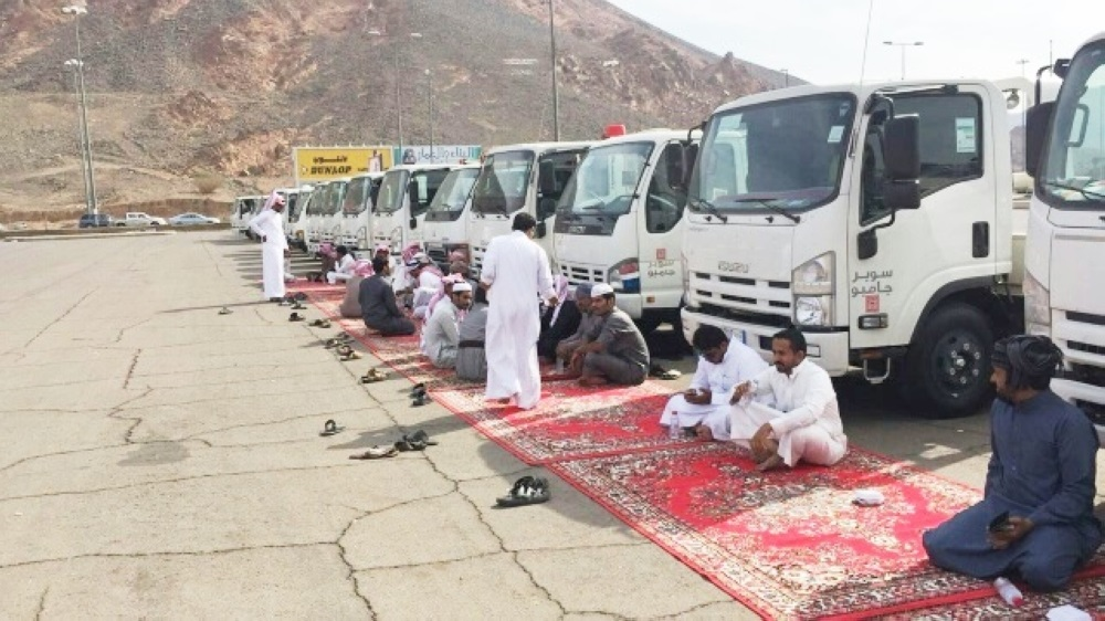 400 Saudi Drivers Protests in Front of Medina City Stadium