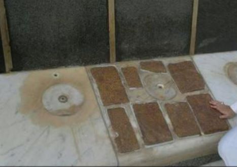 Story Behind Eight Pieces of Albaster on Holy Kaaba